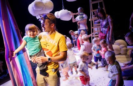 SMALL SIZE, PERFORMING ARTS FOR EARLY YEARS